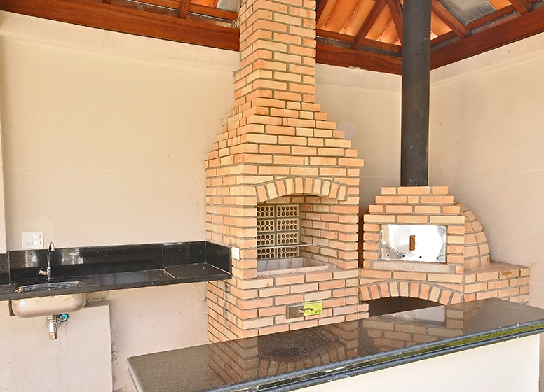 Churrasqueira com forno de pizza